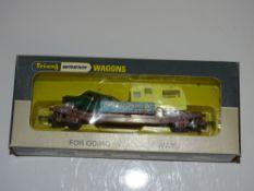 OO Gauge Model Railways: WRENN Model Railways A W4652P Auto Distributors Low Mac wagon with car