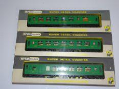 OO Gauge Model Railways: WRENN Model Railways A group of Pullman coaches in Southern Green