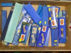 OO Gauge Model Railways: A tray of HORNBY DUBLO 3-rail track and accessories - G in F/G boxes (Q)