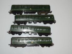 OO Gauge Model Railways: A pair of TRI-ANG METRO-CAMMELL 2-car diesel railcars - G unboxed (4)