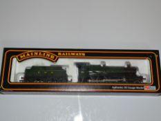 OO Gauge Model Railways: A MAINLINE Manor Class steam locomotive in GWR green livery 'Hinton