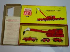 OO Gauge Model Railways: A HORNBY DUBLO 4620 2-rail Breakdown Crane Set finished in gloss red - G/VG