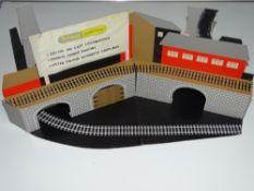OO Gauge Model Railways: WRENN Model Railways A rare TRI-ANG WRENN cardboard shop display unit (