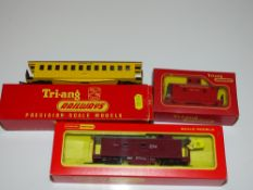 OO Gauge Model Railways: A group of rarer TRI-ANG American Outline rolling stock as lotted - G/VG in