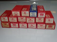 OO Gauge Model Railways: A group of HORNBY DUBLO wagons - mostly 2-rail - G/VG in G/VG boxes (16)