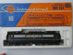 HO GAUGE MODEL RAILWAYS: A ROCO 4132B German Outline BR151 Electric locomotive in DB green