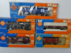 HO GAUGE MODEL RAILWAYS: A group of ROCO European Outline wagons in various liveries - Generally G