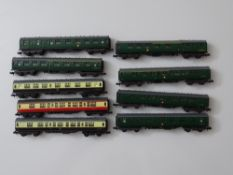 N GAUGE MODEL RAILWAYS: A small group of Mark 1 coaches by LIMA - unboxed - G (9)