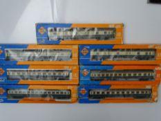 HO GAUGE MODEL RAILWAYS: A group of ROCO German Outline coaches in DB ocean blue / beige livery -