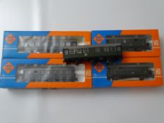 HO GAUGE MODEL RAILWAYS: A small group of ROCO German Outline coaches - one unboxed - G/VG in G