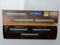 Z GAUGE MODEL RAILWAYS: A MARKLIN mini-club 8777 CIWL sleeping car set - VG in G/VG box