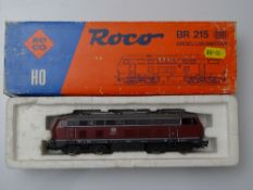 HO GAUGE MODEL RAILWAYS: A ROCO 04151A German Outline BR215 Diesel locomotive in DB red/grey