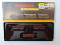 Z GAUGE MODEL RAILWAYS: A MARKLIN mini-club 8237 bogie hopper car set - VG in G box