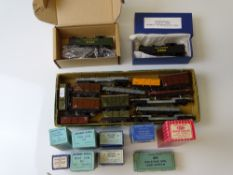 OO GAUGE MODEL RAILWAYS: A group of HORNBY DUBLO items - to include: a Class N2 tank re-sprayed in