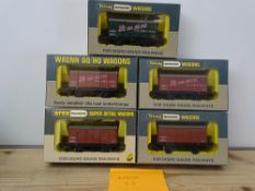 OO GAUGE MODEL RAILWAYS: A group of rarer WRENN wagons to include: 2 x W4313, 2 x W4313P and a W5102