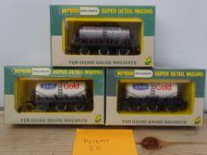 OO GAUGE MODEL RAILWAYS: A group of rarer WRENN wagons to include: W5003 and 2 x W5013 6-wheel