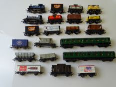 OO GAUGE MODEL RAILWAYS: A mixed lot of locos and rolling stock by HORNBY and others - G/VG (