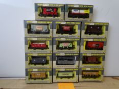 OO GAUGE MODEL RAILWAYS: A group of boxed WRENN wagons as lotted - VG/E in G/VG boxes (14) #13