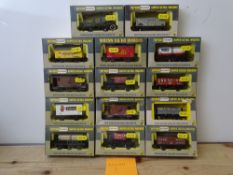 OO GAUGE MODEL RAILWAYS: A group of boxed WRENN wagons as lotted - VG/E in G/VG boxes (14) #2
