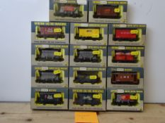 OO GAUGE MODEL RAILWAYS: A group of boxed WRENN wagons as lotted - VG/E in G/VG boxes (14) #6