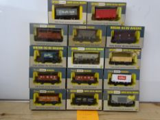 OO GAUGE MODEL RAILWAYS: A group of boxed WRENN wagons as lotted - VG/E in G/VG boxes (14) #16