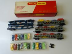 OO GAUGE MODEL RAILWAYS: A TRI-ANG HORNBY R666 Cartic Motorail transporter wagon - with 16 TRI-ANG