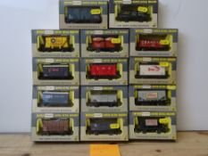 OO GAUGE MODEL RAILWAYS: A group of boxed WRENN wagons as lotted - VG/E in G/VG boxes (14) #3