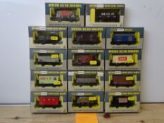 OO GAUGE MODEL RAILWAYS: A group of boxed WRENN wagons as lotted - VG/E in G/VG boxes (14) #11