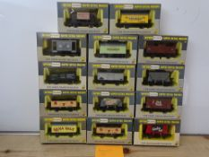 OO GAUGE MODEL RAILWAYS: A group of boxed WRENN wagons as lotted - VG/E in G/VG boxes (14) #15