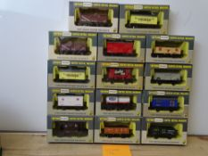 OO GAUGE MODEL RAILWAYS: A group of boxed WRENN wagons as lotted - VG/E in G/VG boxes (14) #14