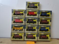 OO GAUGE MODEL RAILWAYS: A group of boxed WRENN wagons as lotted - VG/E in G/VG boxes (13) #12