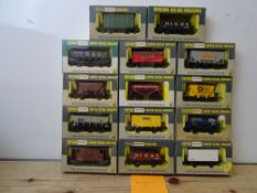 OO GAUGE MODEL RAILWAYS: A group of boxed WRENN wagons as lotted - VG/E in G/VG boxes (14) #9