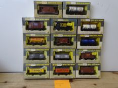 OO GAUGE MODEL RAILWAYS: A group of boxed WRENN wagons as lotted - VG/E in G/VG boxes (14) #8