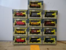 OO GAUGE MODEL RAILWAYS: A group of boxed WRENN wagons as lotted - VG/E in G/VG boxes (13) #10