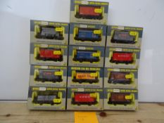 OO GAUGE MODEL RAILWAYS: A group of boxed WRENN wagons as lotted - VG/E in G/VG boxes (13) #18