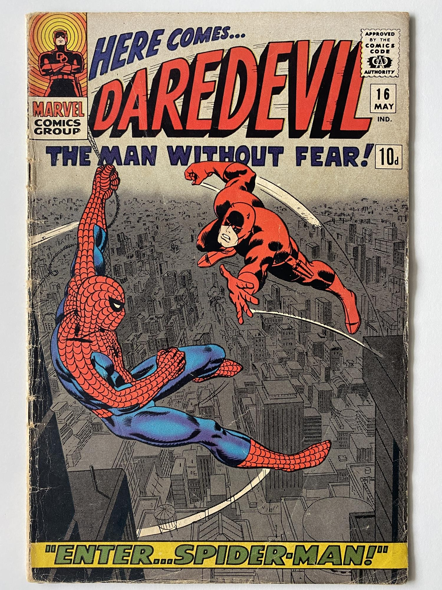 Lot 33 - DAREDEVIL # 16 (1966 - MARVEL - Pence Copy) - Spider-Man crossover + First appearance of the