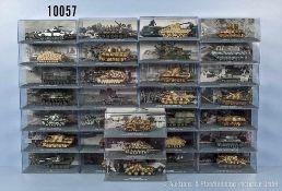 Konv. 31 Modell-Militärfahrzeuge, Fertigmodelle, dabei Panzer Kampfwagen III, Panzer Kampfwagen VI