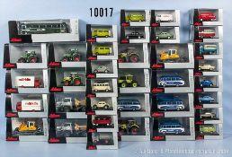 Konv. über 60 Schuco H0 Modellfahrzeuge, dabei Pkw, Oldtimer, Einsatzfahrzeuge, Omnibusse,