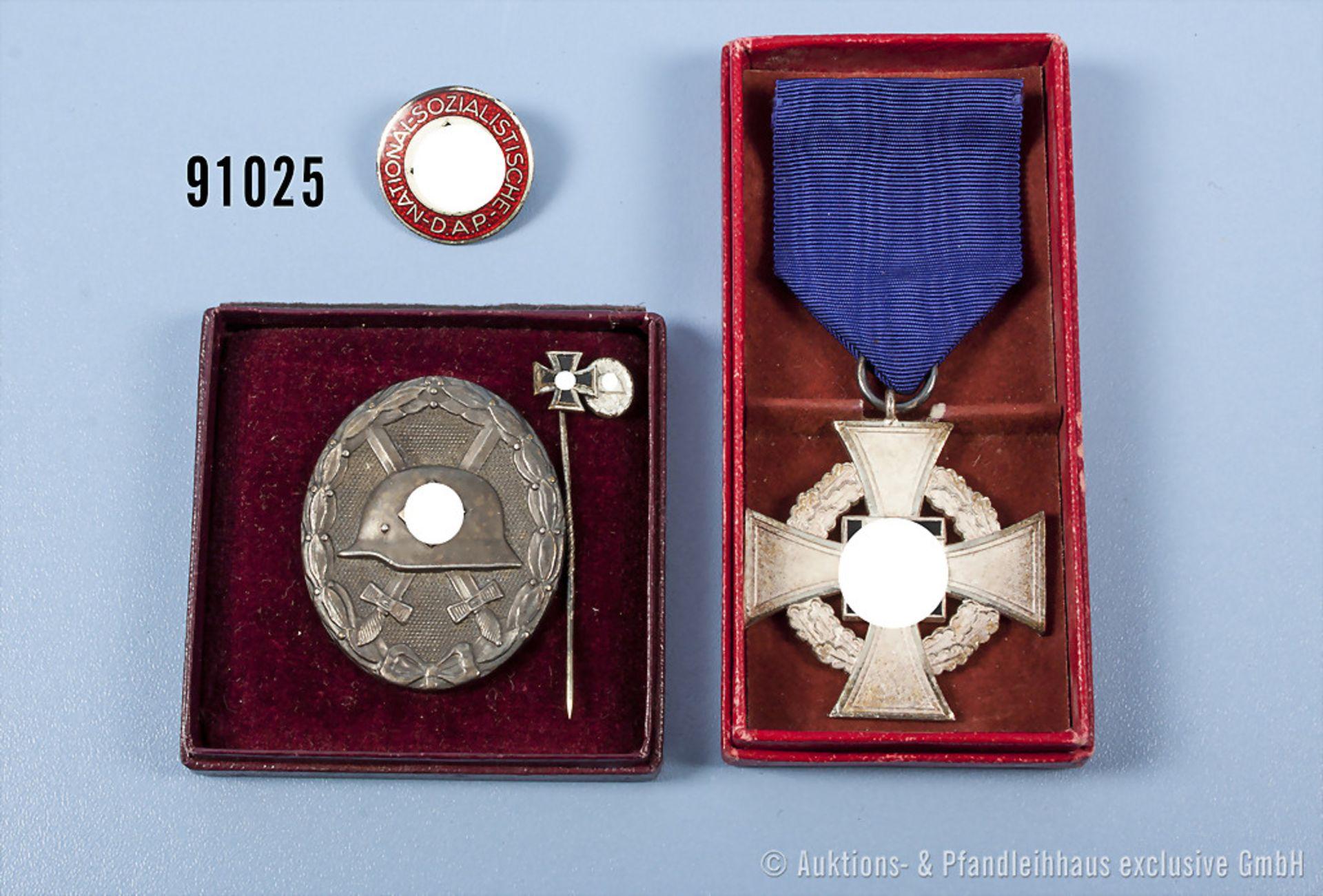 Konv. VWA in Silber, Buntmetallausf., in beschädigter LDO-Schachtel, Miniaturnadel mit EK 2 und