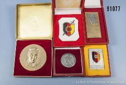 """Konv. DDR, 5 Medaillen/Plaketten der Staatssicherheit, alle im dazugehörigen Etui, u. a. """"In"""
