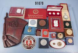Konv. ca. 70 Medaillen und Plaketten DDR versch. Organisationen, Materialien und Ausführungen,