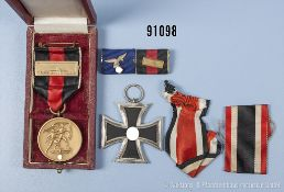 """Konv. EK 2 1939, Sudetenlandmedaille mit Spange """"Prager Burg"""" im dazugehörigen Etui sowie 2er"""