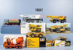 Konv. 7 Modellfahrzeuge Baufahrzeuge, dabei Teleskopkran, Betonmischer, Radlader, Kettendozer