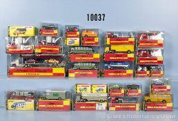 Konv. 26 Schuco Piccolo Fahrzeuge, dabei Pkw, Lkw, Einsatzfahrzeuge, Autotransporter usw., lack.