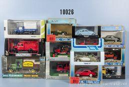 Konv. 13 Modellfahrzeuge, dabei Oldtimer, Einsatzfahrzeuge, Lkw usw., Metallausf., überwiegend M 1: