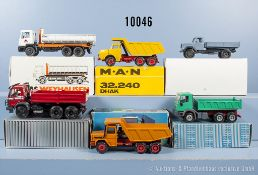 Konv. 6 Lkw Modellfahrzeuge, dabei Muldenkipper und Pritschen-Lkw, lack. Metallausf., M ca. 1:43 bis