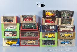 Konv. 18 Modellfahrzeuge Oldtimer, u. a. Lieferwagen, Pkw, Sportwagen usw., Metallausf., M 1:43,