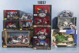 Konv. 12 Modellfahrzeuge, Motorräder und Roller, lack. Metallausf., M 1:10 bis 1:18, versch.