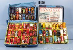 Konv. Über 100 Modellfahrzeuge, überwiegend Matchbox, u. a. Einsatzfahrzeuge, Lkw, Pkw, Sportwagen