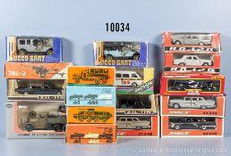Konv. 17 Modellfahrzeuge, Pkw, Oldtimer, Geschütz, Lkw mit Suchscheinwerfer, Pritschen Lkw usw.,